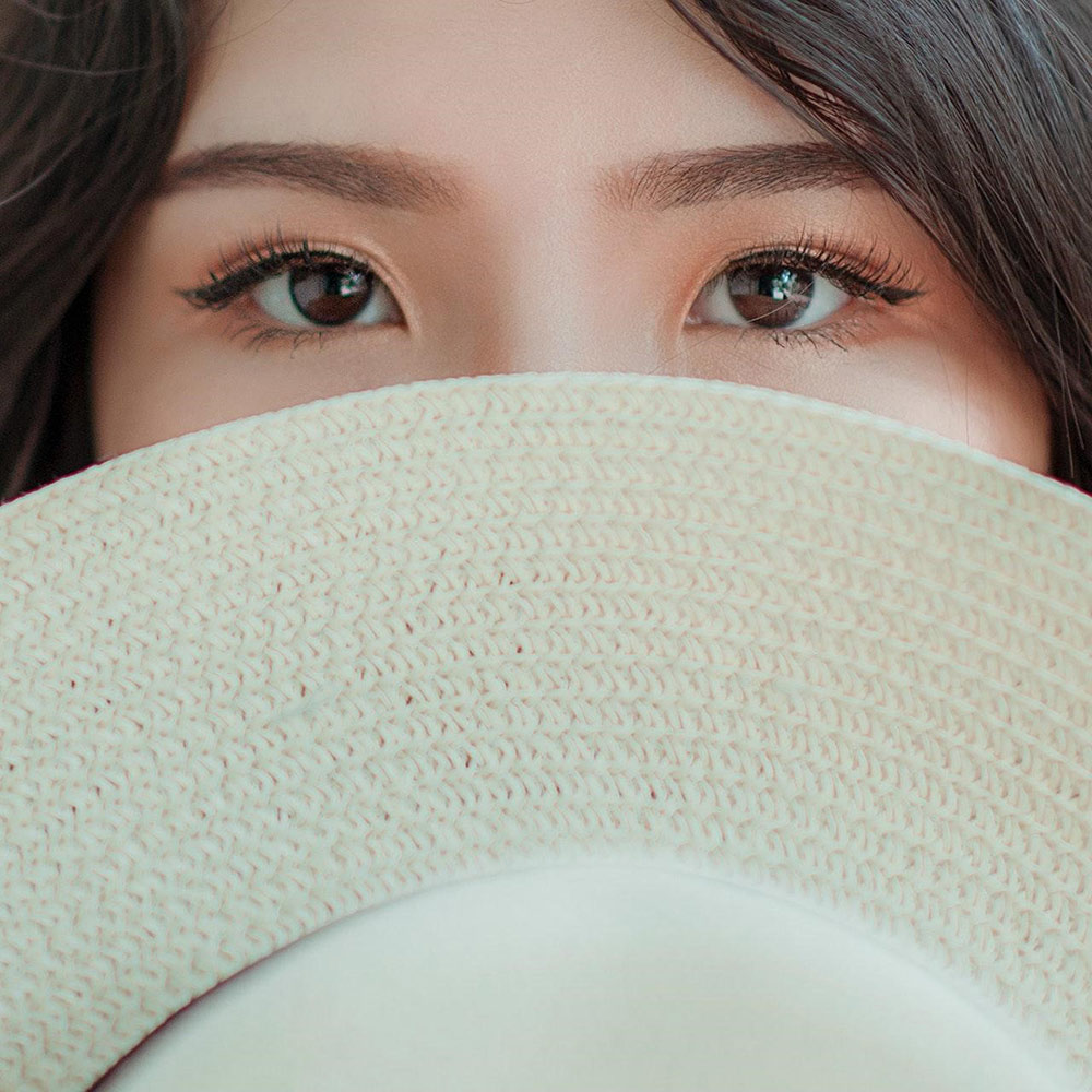 Non-surgical eyelift is a non-invasive treatment for hooded eyes.