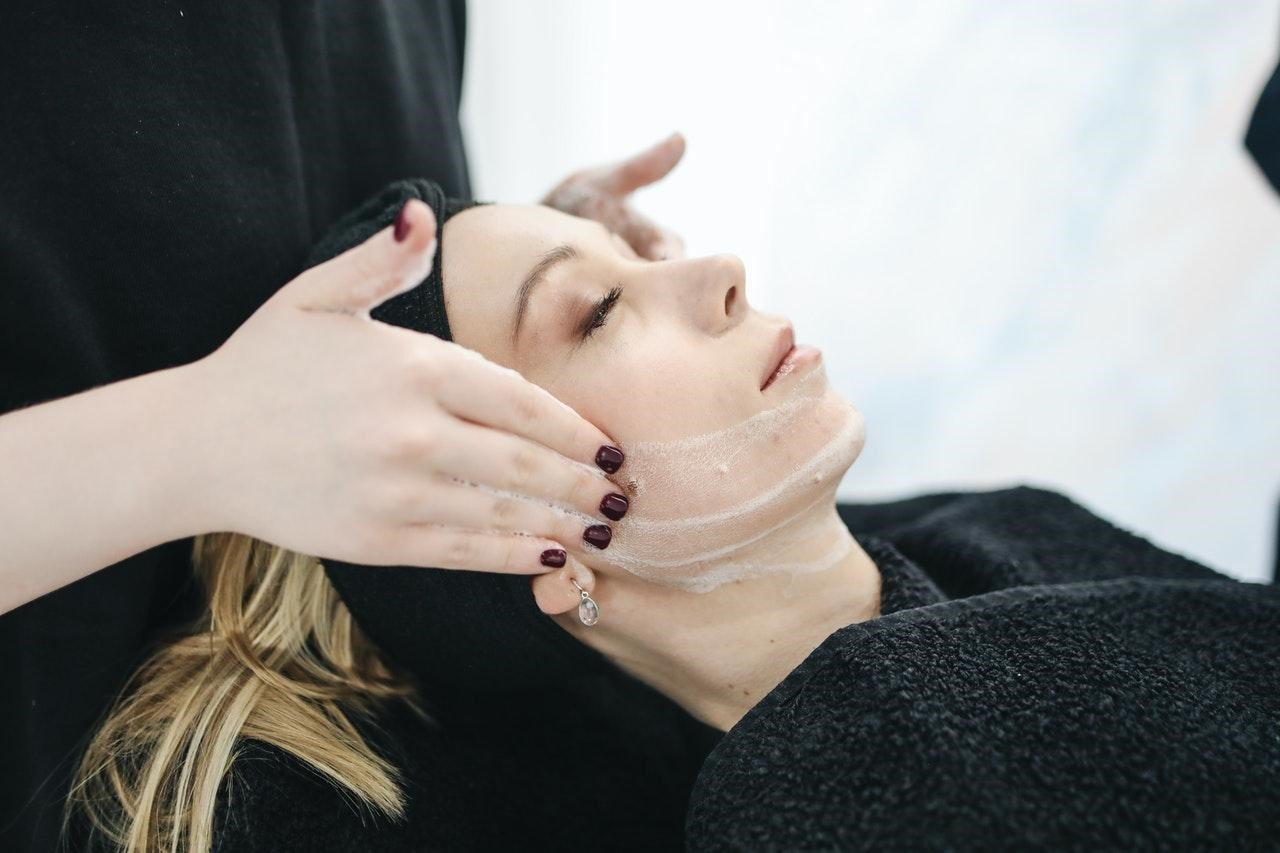 After applying topical anaesthesia, cheek fillers are injected into your skin.